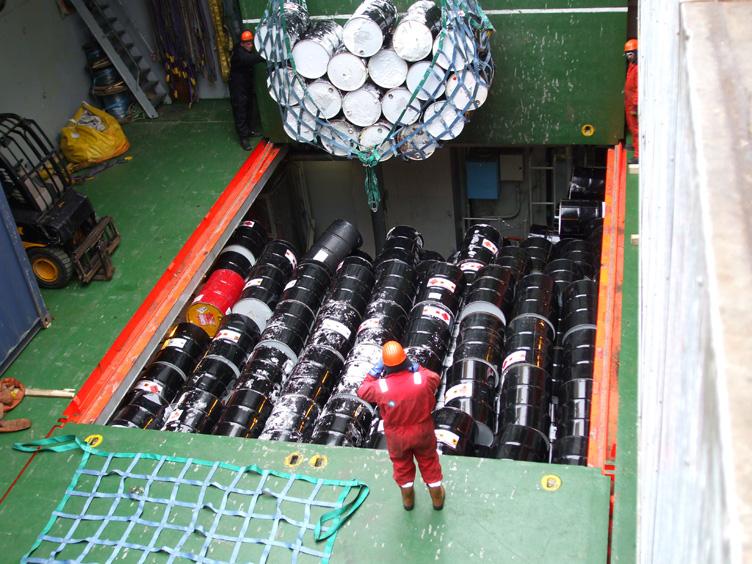 Loading barrels into the Shackleton's lower hold