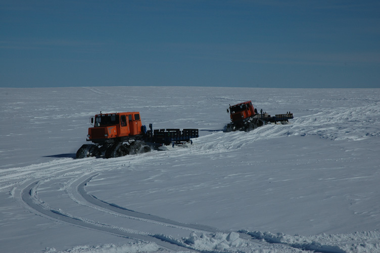 Sno-Cats returning from Halley with empty sledges