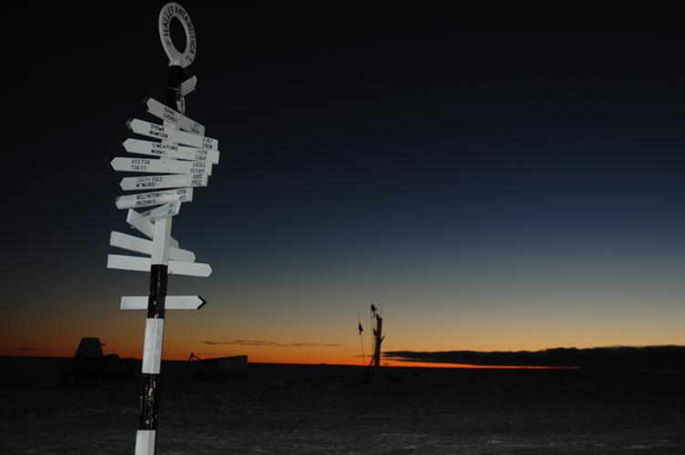 Signpost with glowing horizon (1 sec w/flash)