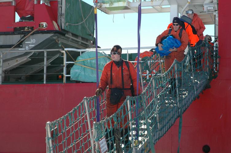 Thomas and Dave disembark
