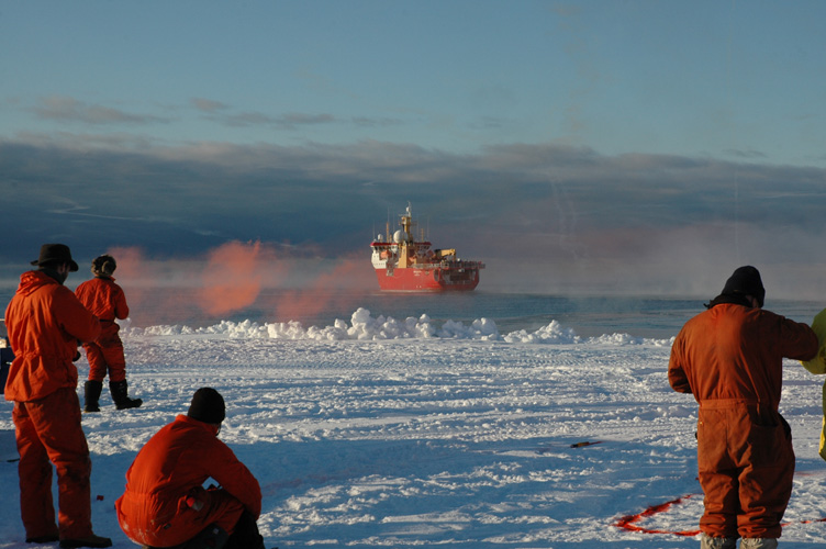 Flares as the Shackleton departs Halley