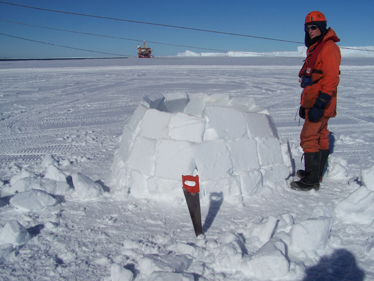 Constructing the igloo